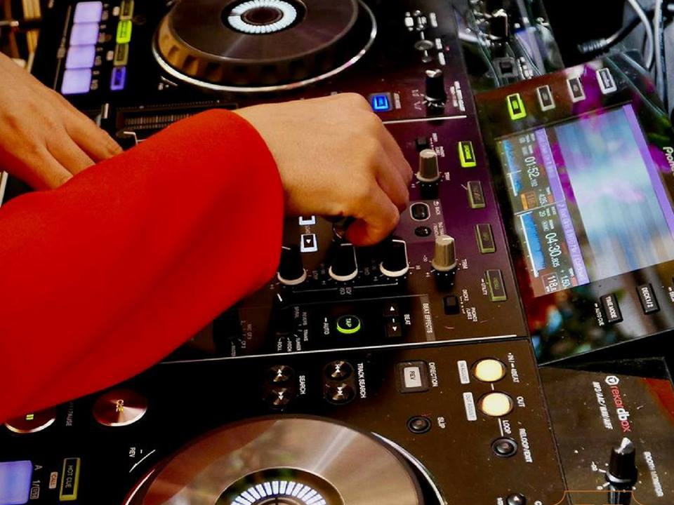 LIVE DJ   Head down to The 158 after work on a Friday or to kick start your weekend and embrace the house and disco of our resident DJ.