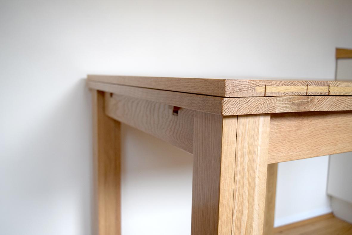 Extending table - extending mechanism