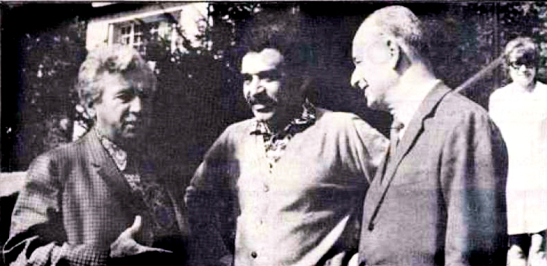 García with fellow writers (photo:    Wiki   )