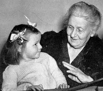 Maria_Montessori_with_child.jpg
