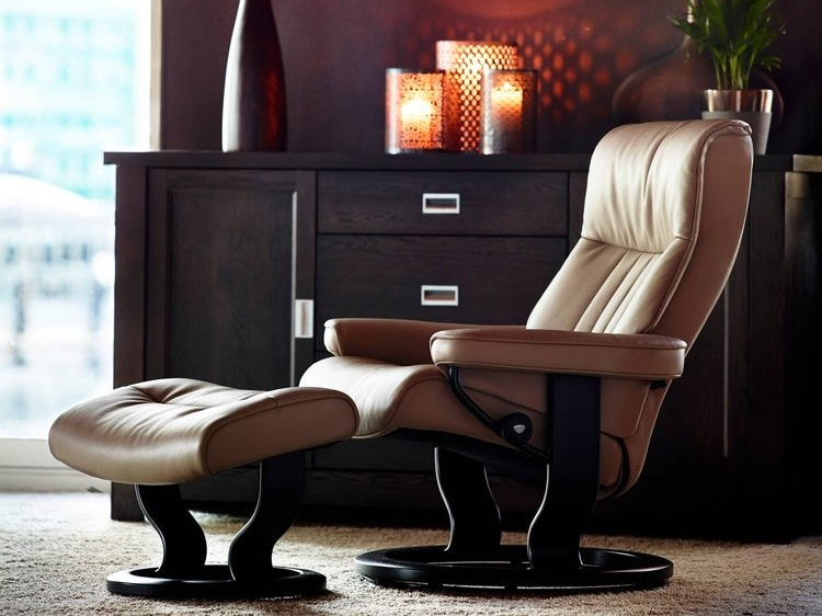 Stressless Crown Recliner featured in Funghi Cori Leather