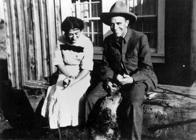 "Aldo & Estella Leopold at ""Mi Casita"" in Tres Piedras, NM, 1912. Courtesy of Aldo Leopold Foundation."