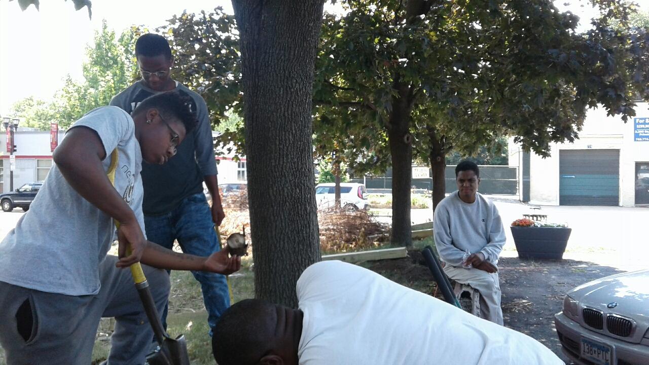 New Lens Urban Mentoring Society Landscaping 15.JPG