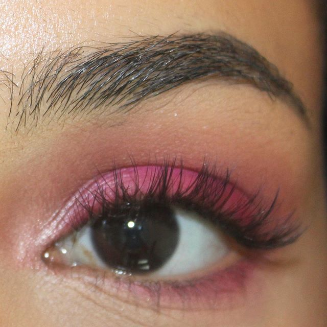 """""""Eyes are the windows to the soul, & lashes are the perfect pair of curtains"""" • • • Book with us for a perfect set like this!! #luxuslashesny #lashextensions #lashlove #lashboss #eyelashextensions #eyelashes #explorepage #luxuslasheslounge #lashes"""