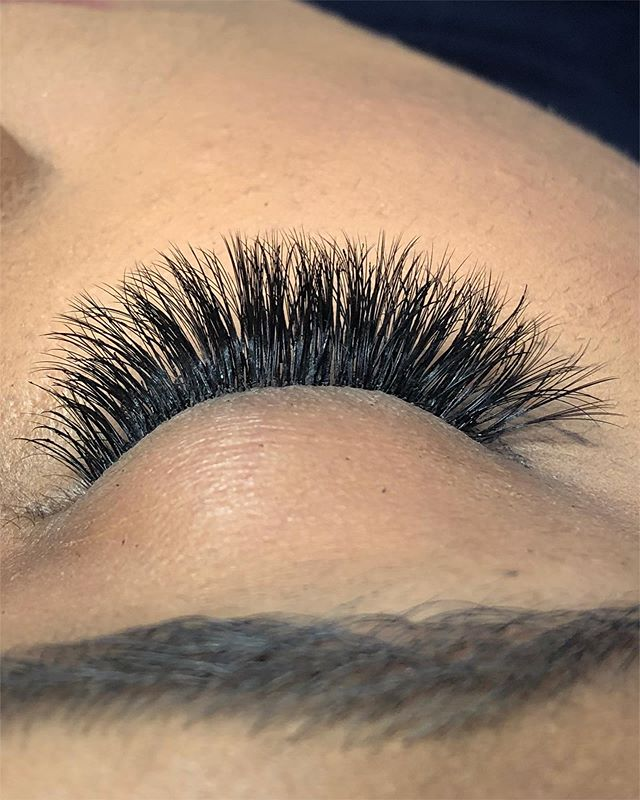 Introducing our volume hybrids! A mix of our beautiful naturals & glamour! Perfect for the lady who's looking for a gorgeous lash 😍  #eyelashextensions #lashextensions #lashes #hybridlashes #hybridlashextensions #nyclashes #nyclashextensions #luxuslashesny #explorepage #prettylashes #volumelashes #classiclashes