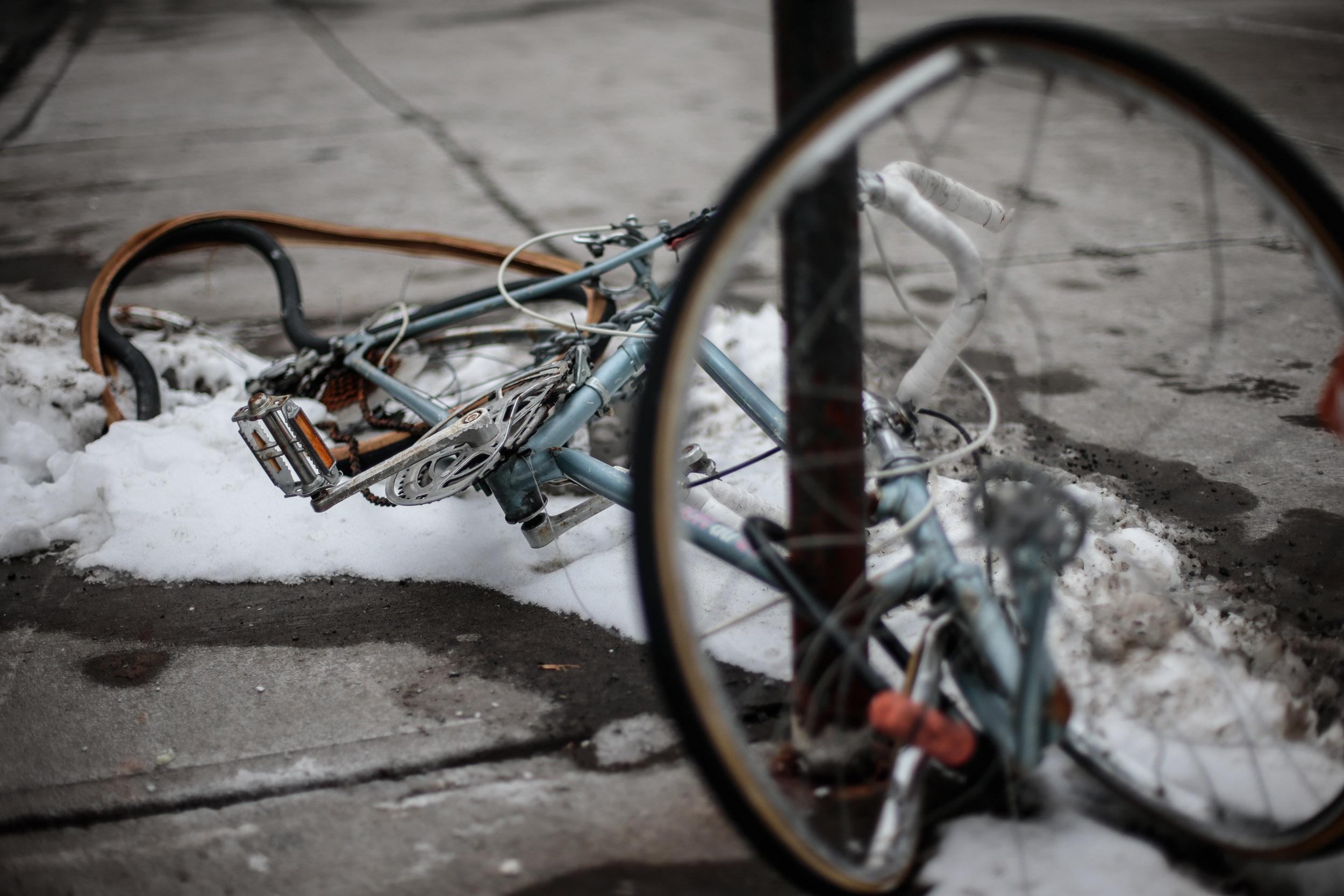 MONTREAL, QUE.: February 01, 2014 ---  velo écorché vif sur la rue Mackay à Montréal