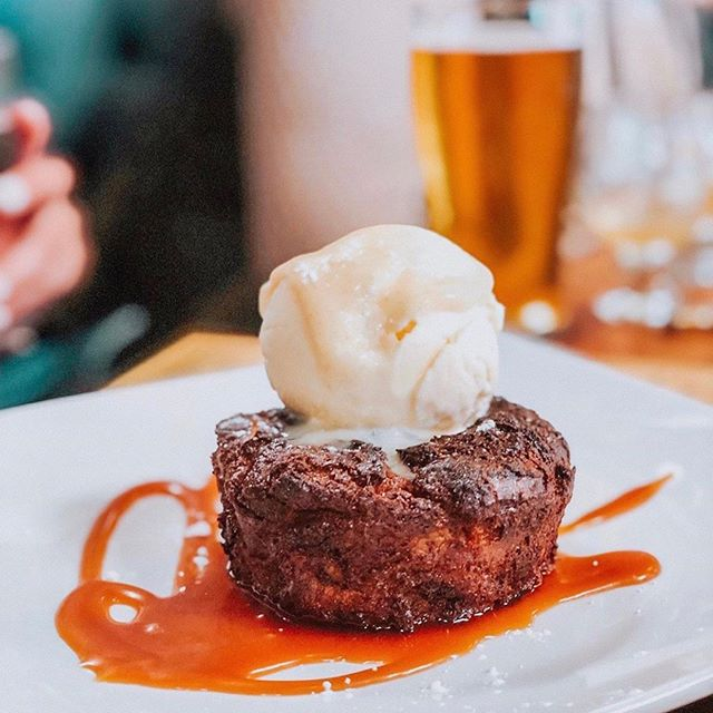 Always save room for dessert! ⠀⠀⠀⠀⠀⠀⠀ We recommend our most popular dessert the Fried Butterscotch Bread Pudding for a delicious way to end your meal! ⠀⠀⠀⠀⠀⠀⠀ Thanks for the awesome shot @raeatanielu!