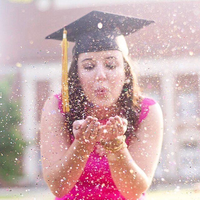 It's graduation season!! . If you are a 2018 grad don't forget to book a senior portrait session to celebrate this milestone! #beckyfrancesphotography