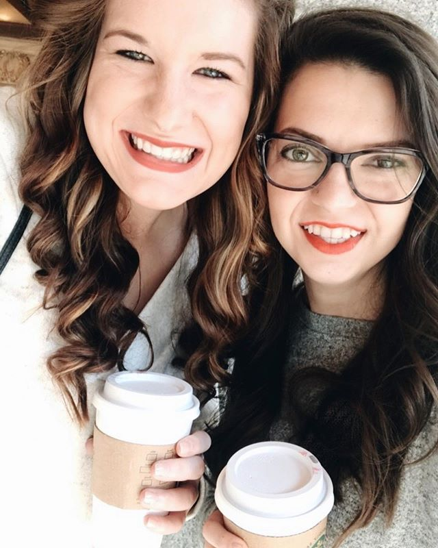 It's your birthday! Wishing I could be there to celebrate it with you. Happy Birthday Emily. ❤️ . Also throwing back to our Chicago road trip you convinced me to go on. Let's go back 💕 #almondadventures