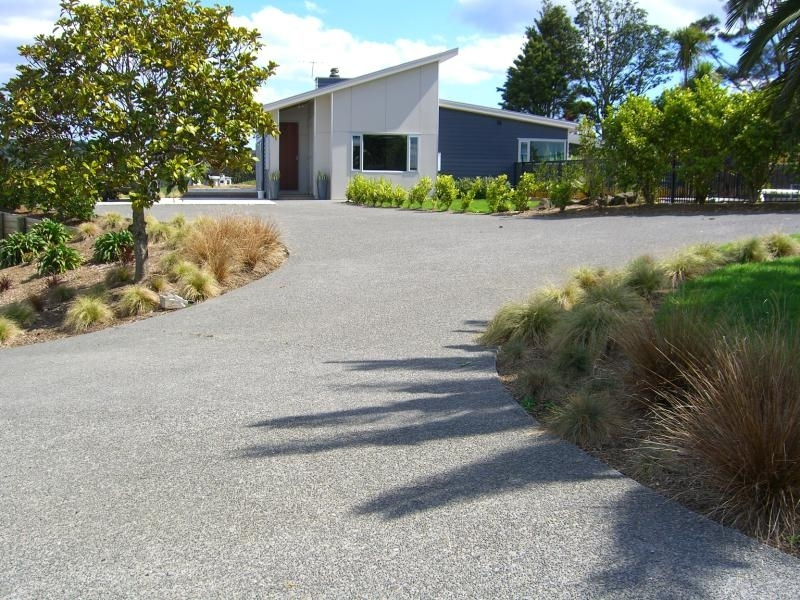 Shaped Driveway with Garden.jpg