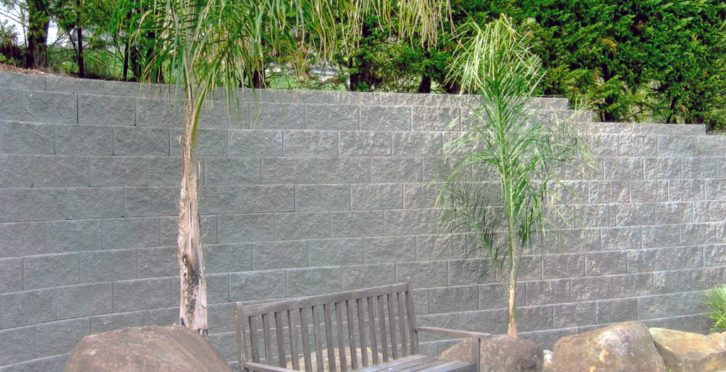 (14) Keystone retaining with natural rock