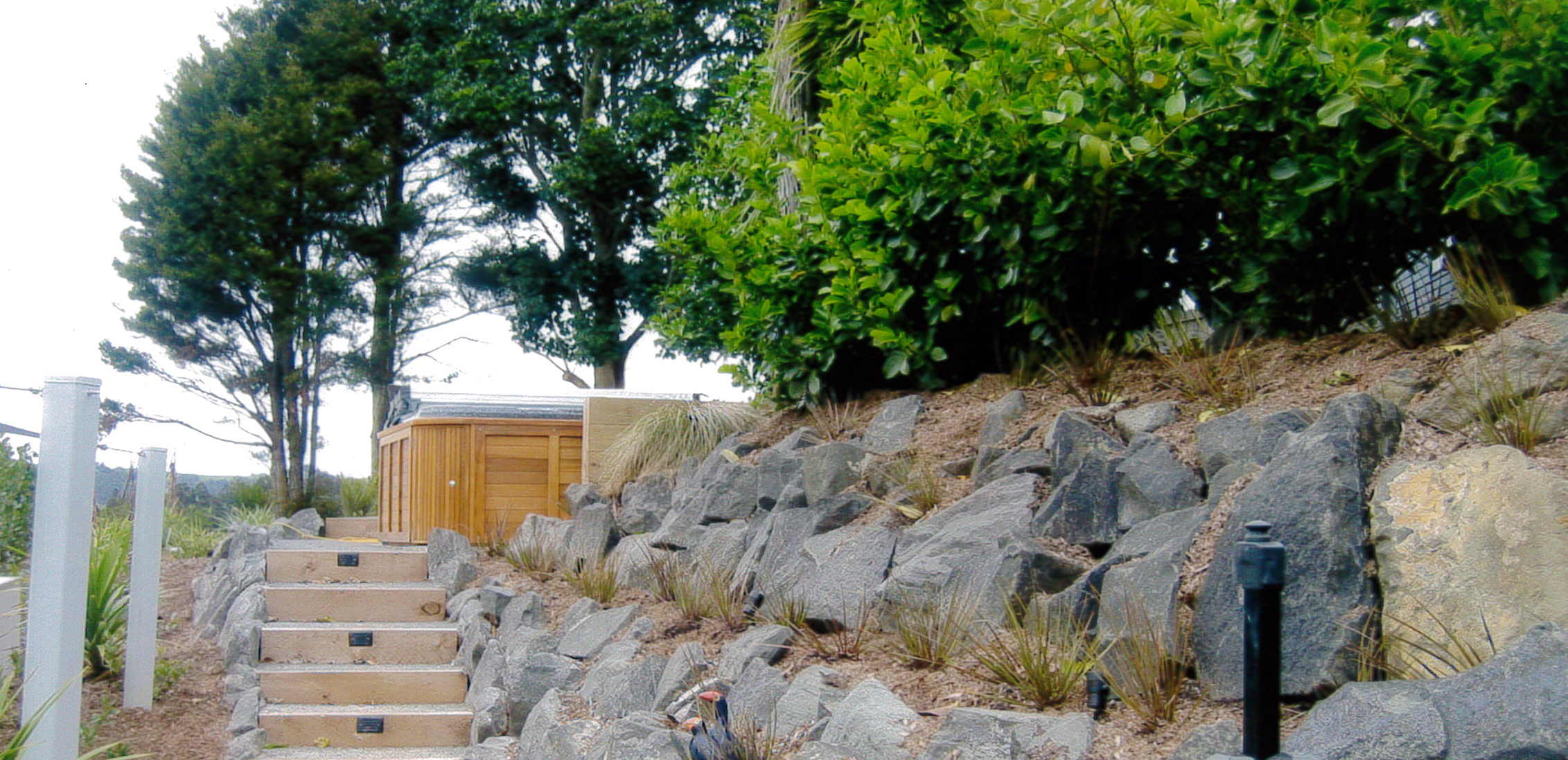 (15) Natural rock retaining with steps & lights