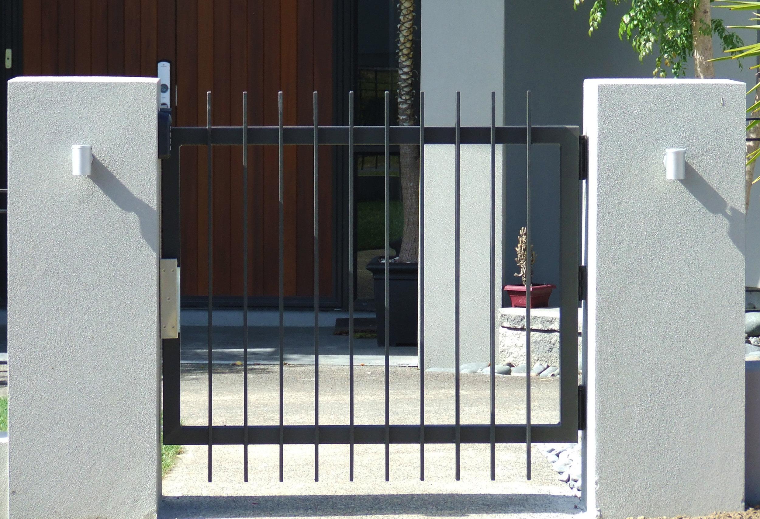 (21) Tubular steel gate between plastered block columns