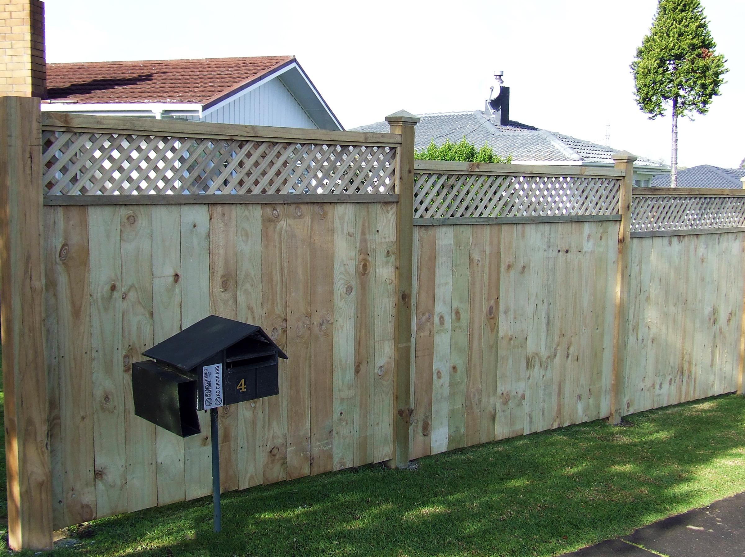 (24) Trellis top timber fence