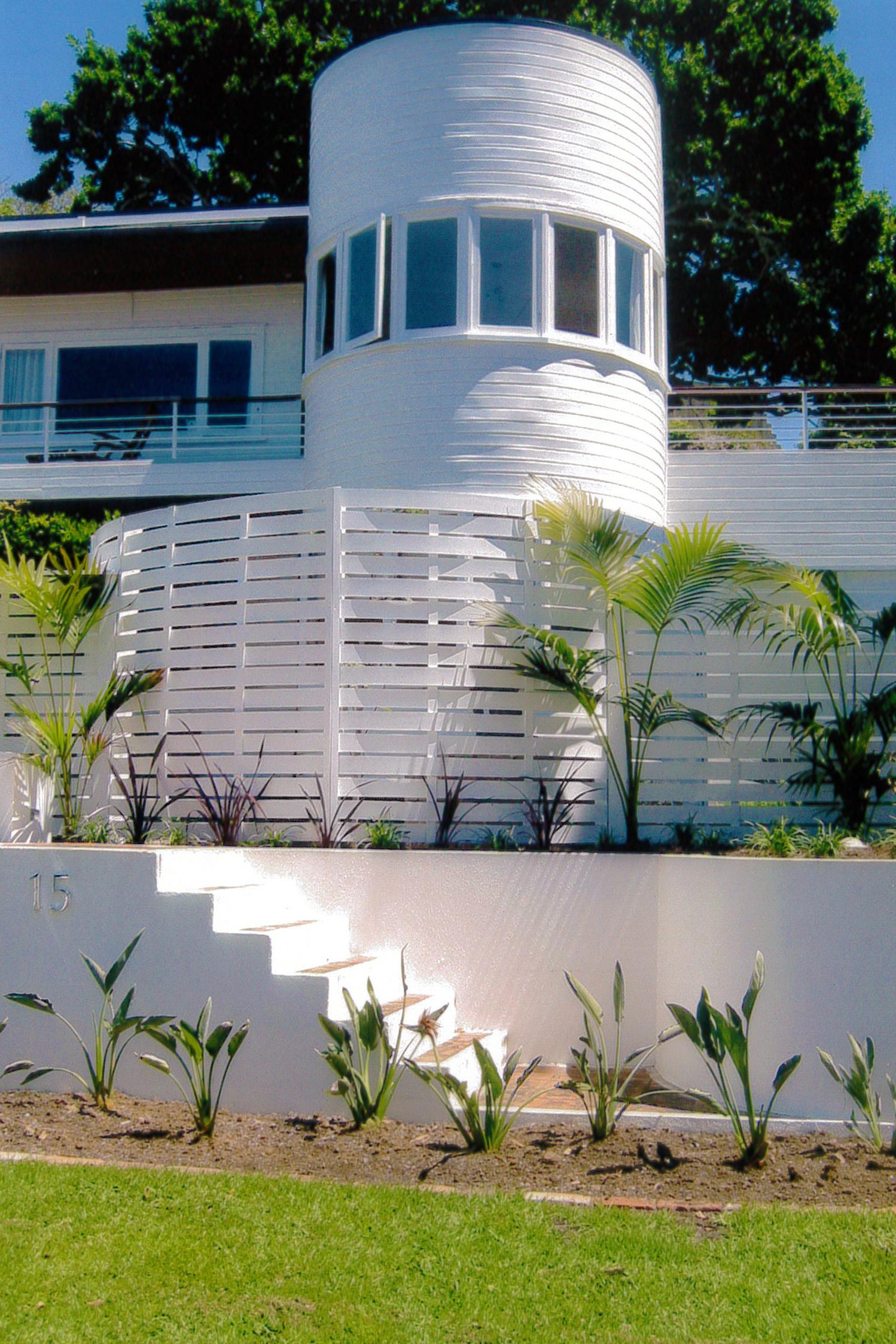 (26) Circular timber slat fence
