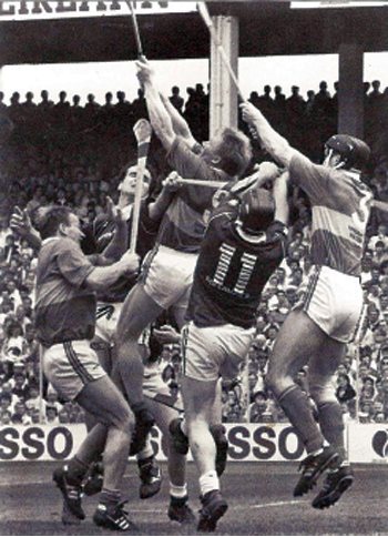 An action shot from the 1991 All Ireland semi-final between Tipperary and Galway