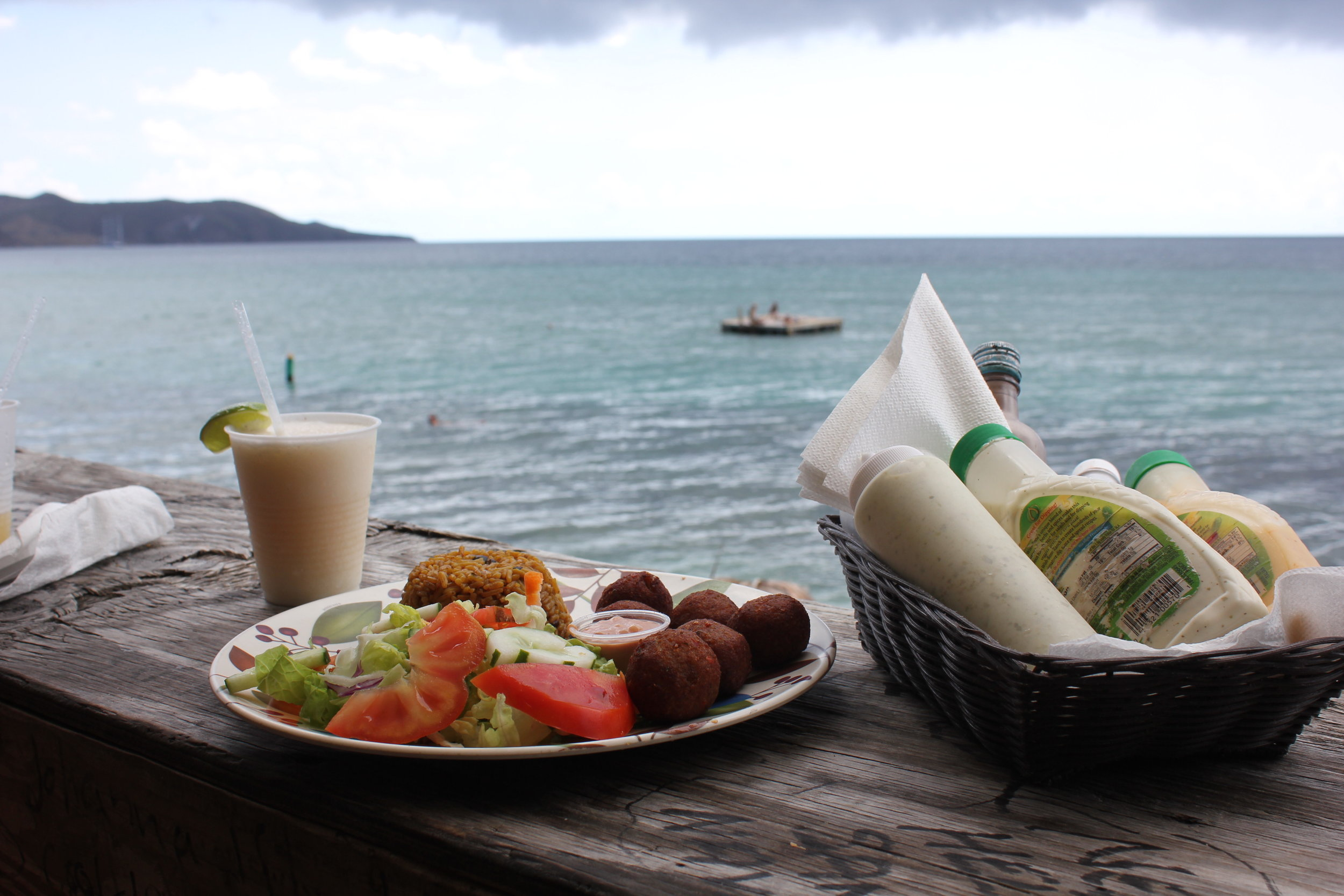 South Friar's Bay – Lunch at Shipwreck Beach Bar