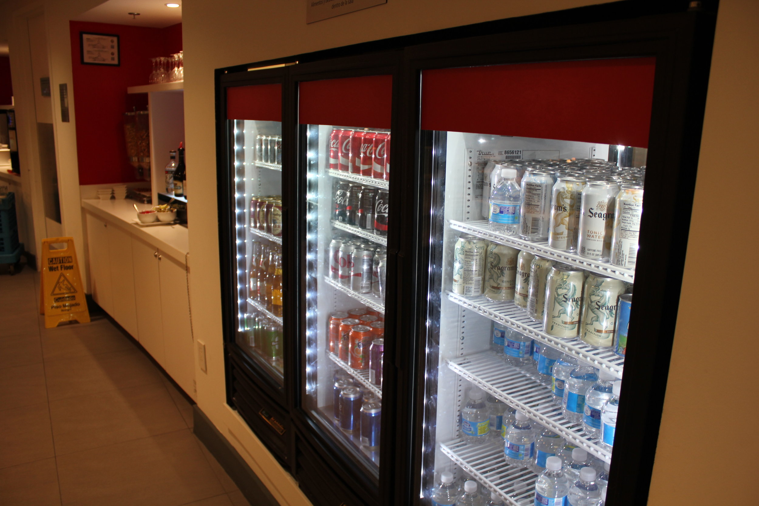 Avianca Lounge Miami – Cold drinks