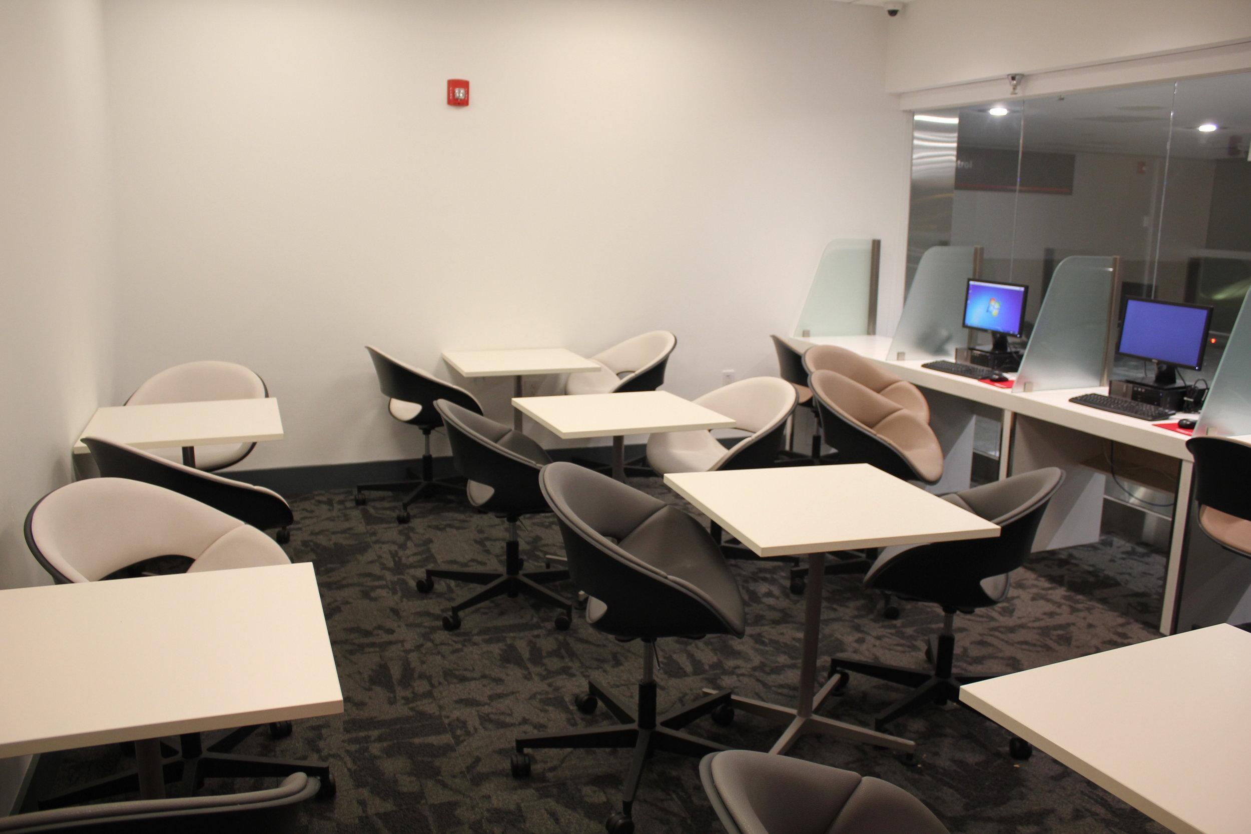 Avianca Lounge Miami – Workstations