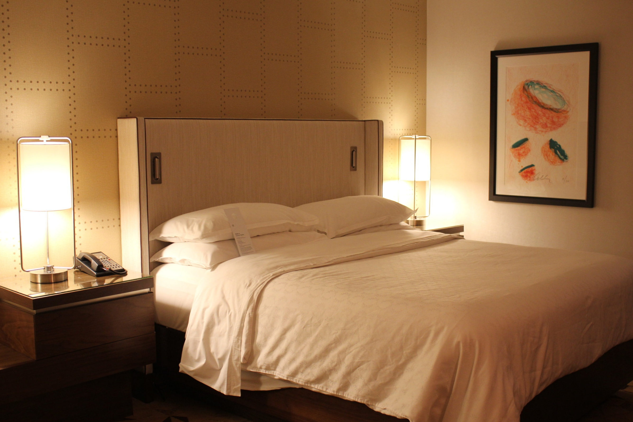 Sheraton Seattle – Bed and decor