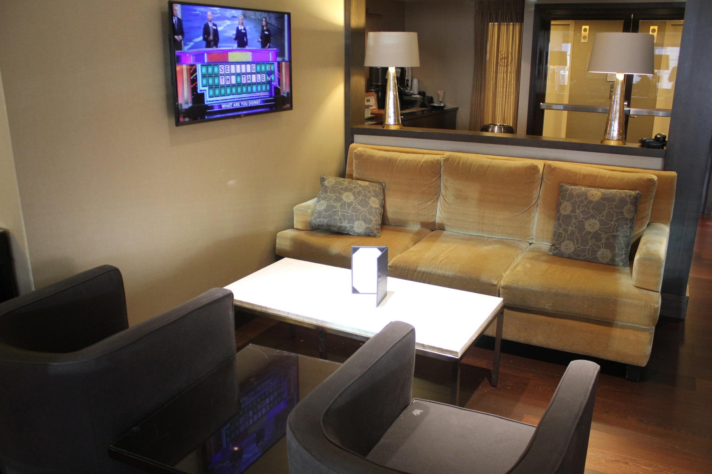 Sheraton Seattle – Sheraton Club Lounge seating area