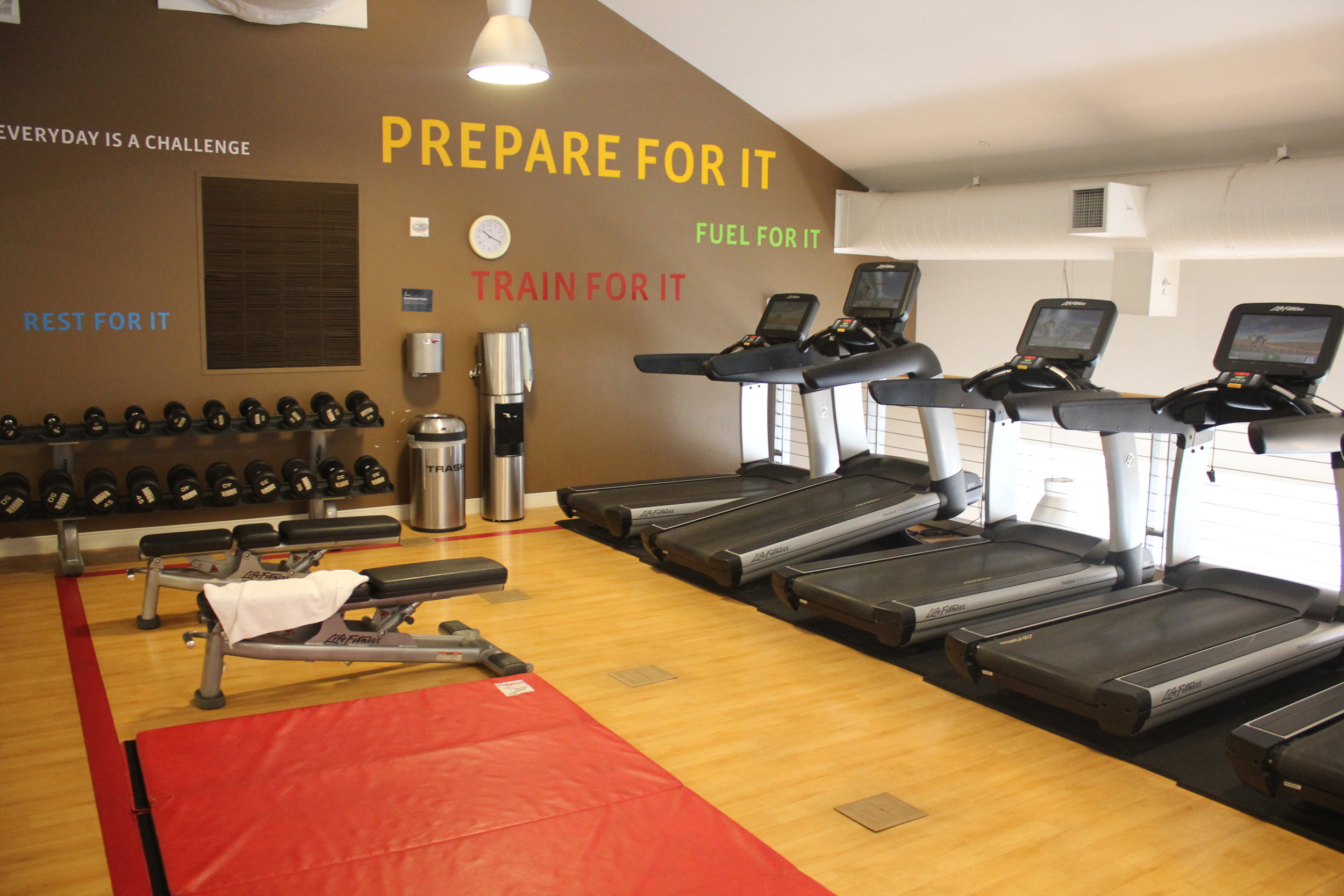 Sheraton Seattle – Free weights and cardio equipment