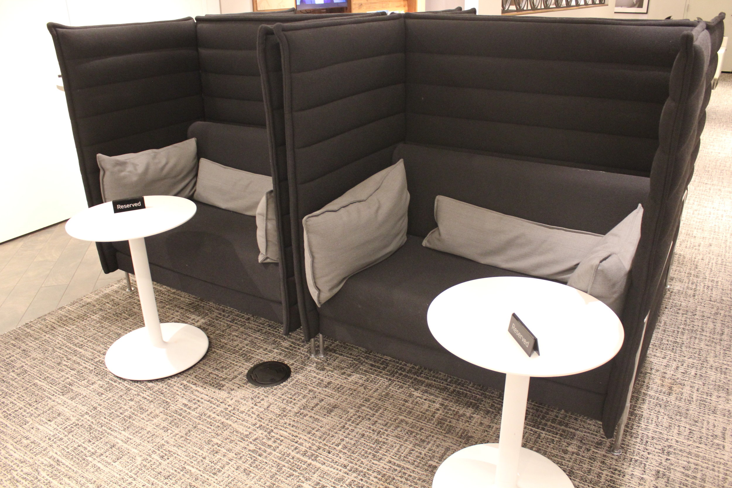 Centurion Lounge Seattle – Booth seats