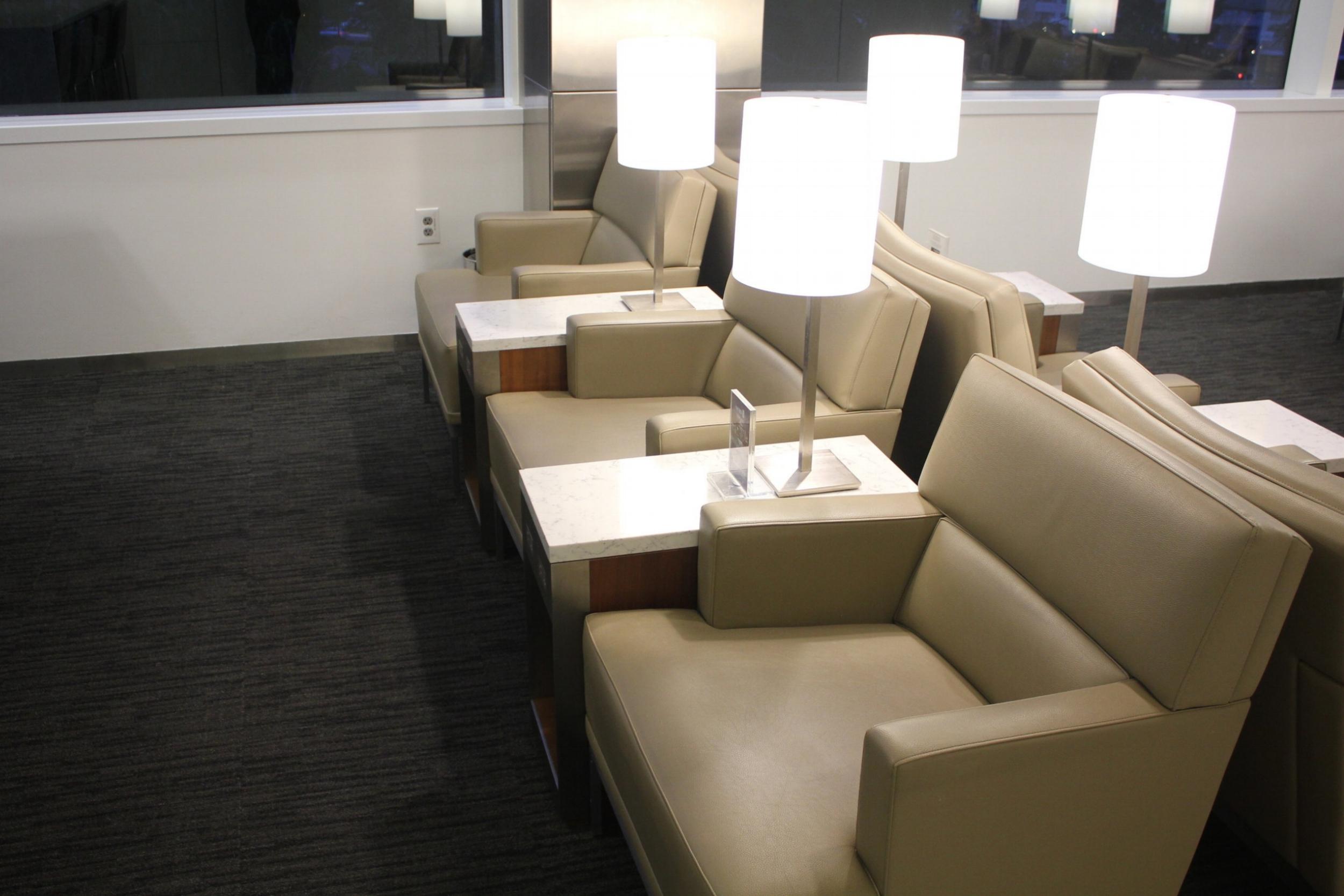 United Club Seattle – Seating area