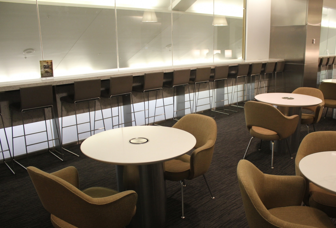 United Club Seattle – Dining area