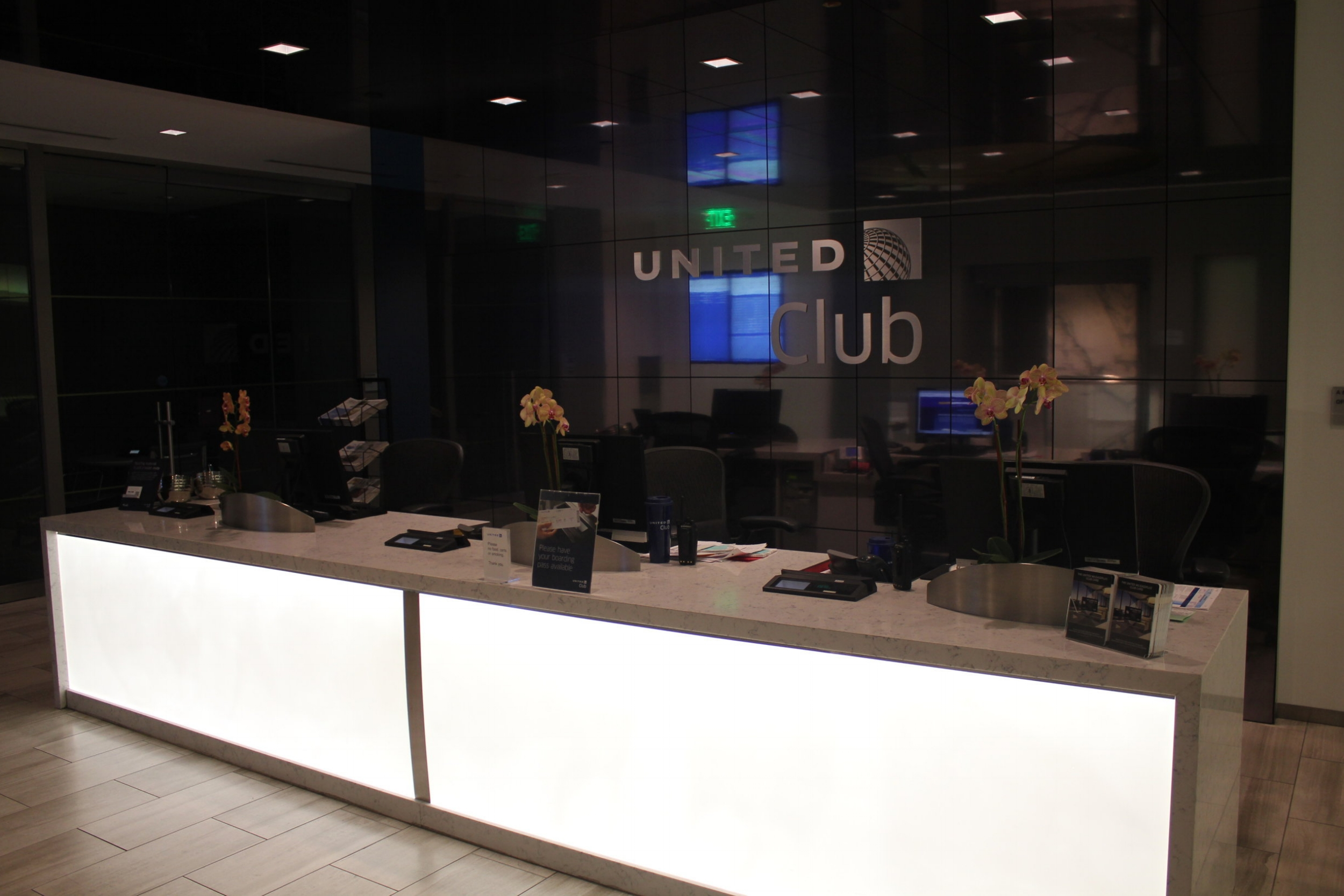 United Club Seattle – Front desk