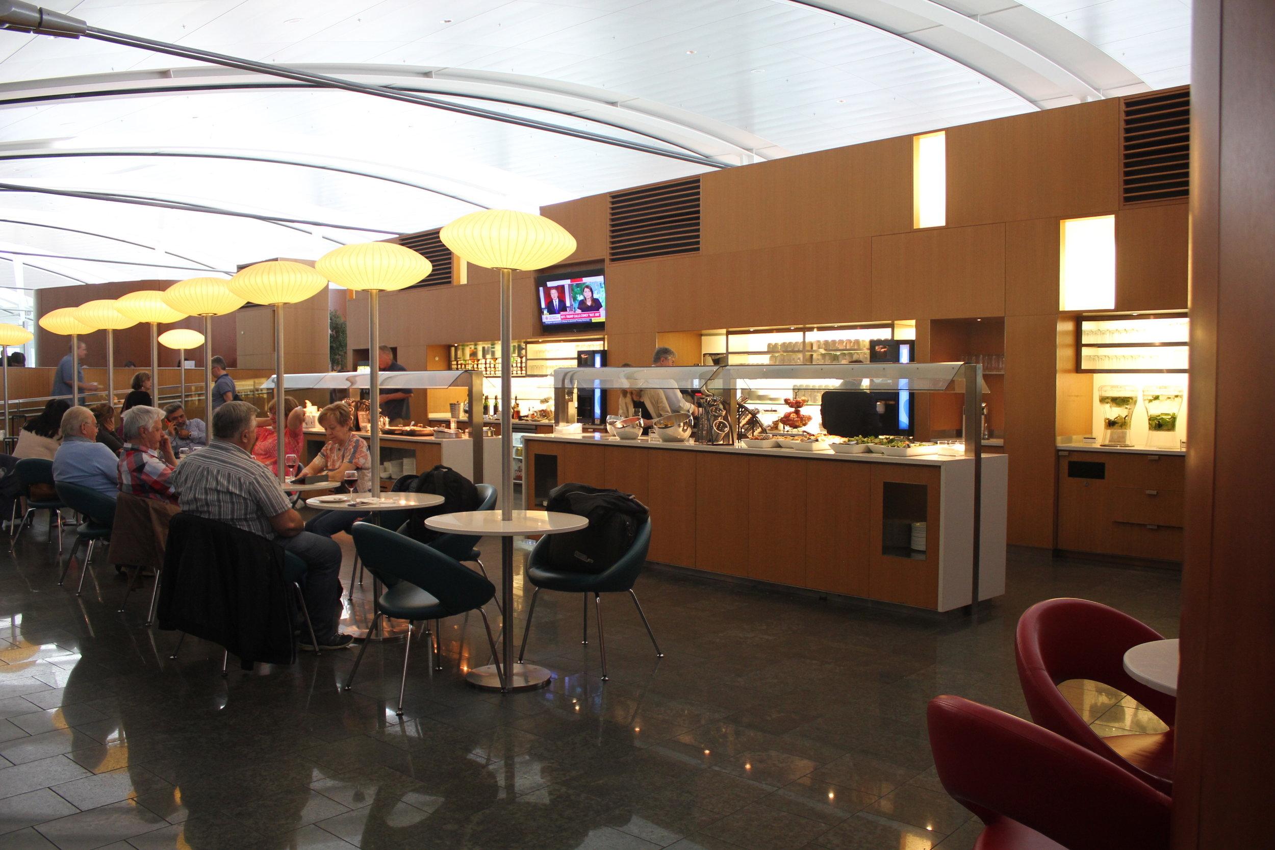 Air Canada Maple Leaf Lounge Toronto (International) – Main dining area