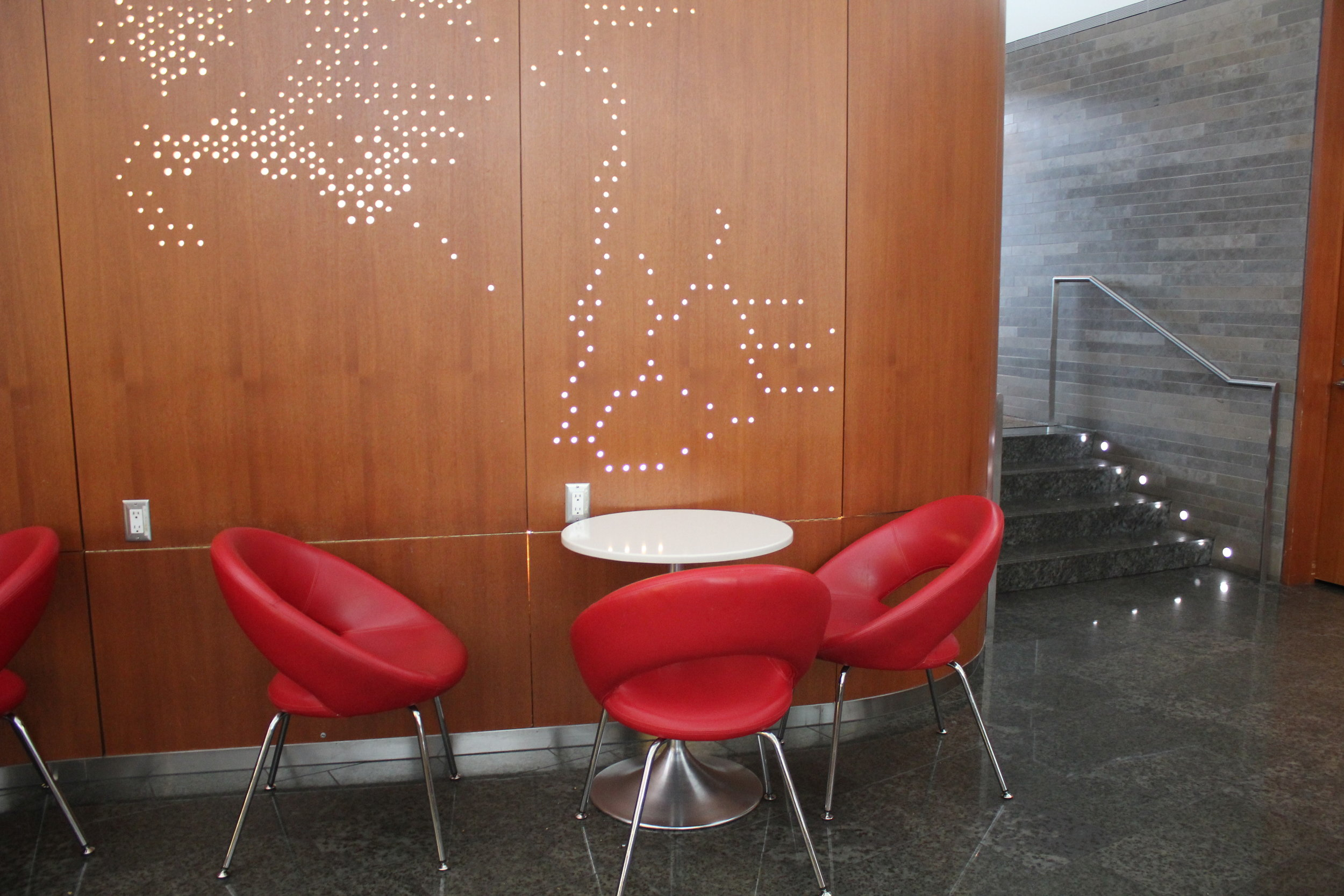 Air Canada Maple Leaf Lounge Toronto (International) – Dining table and seats