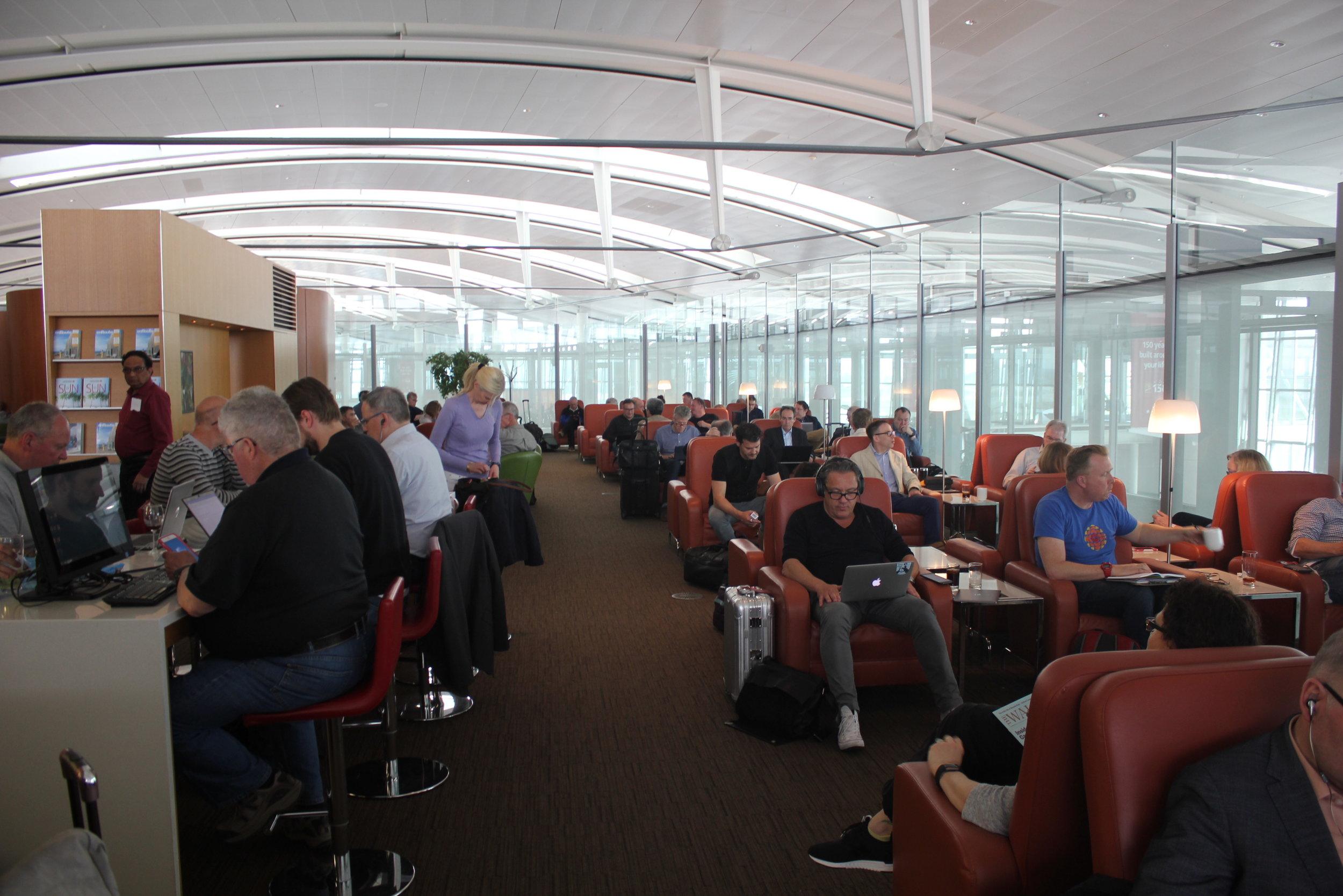 Air Canada Maple Leaf Lounge Toronto (International) – Seating area