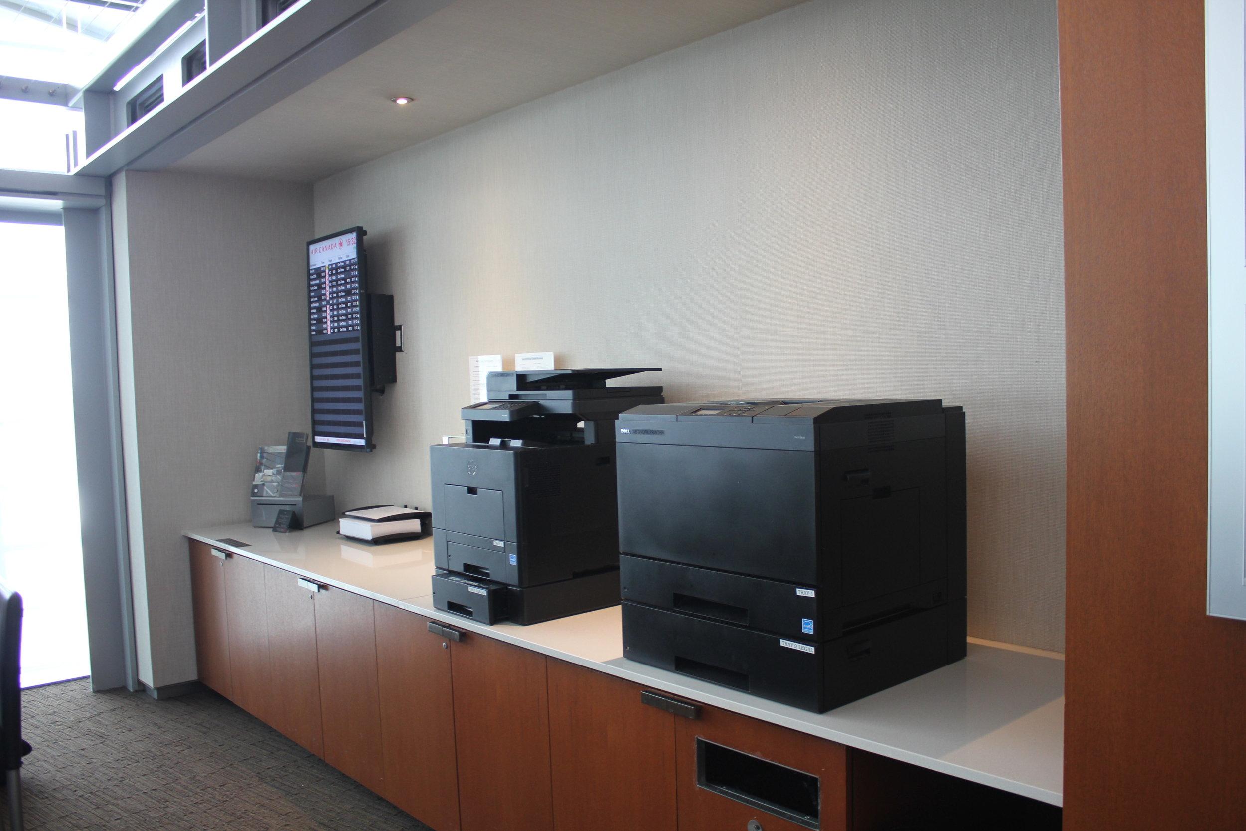 Air Canada Maple Leaf Lounge Toronto (International) – Business centre