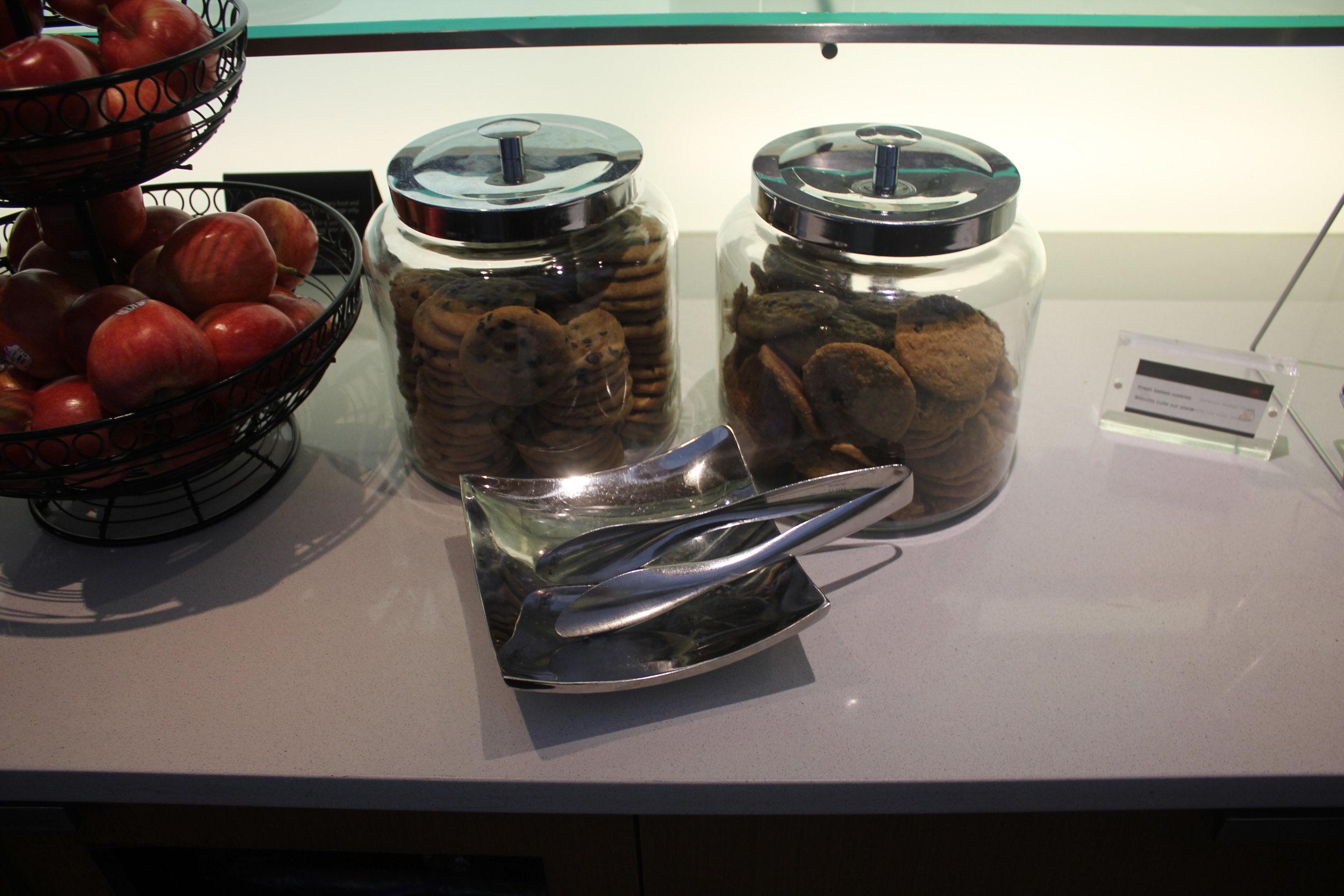 Air Canada Maple Leaf Lounge Toronto (International) – Cookies