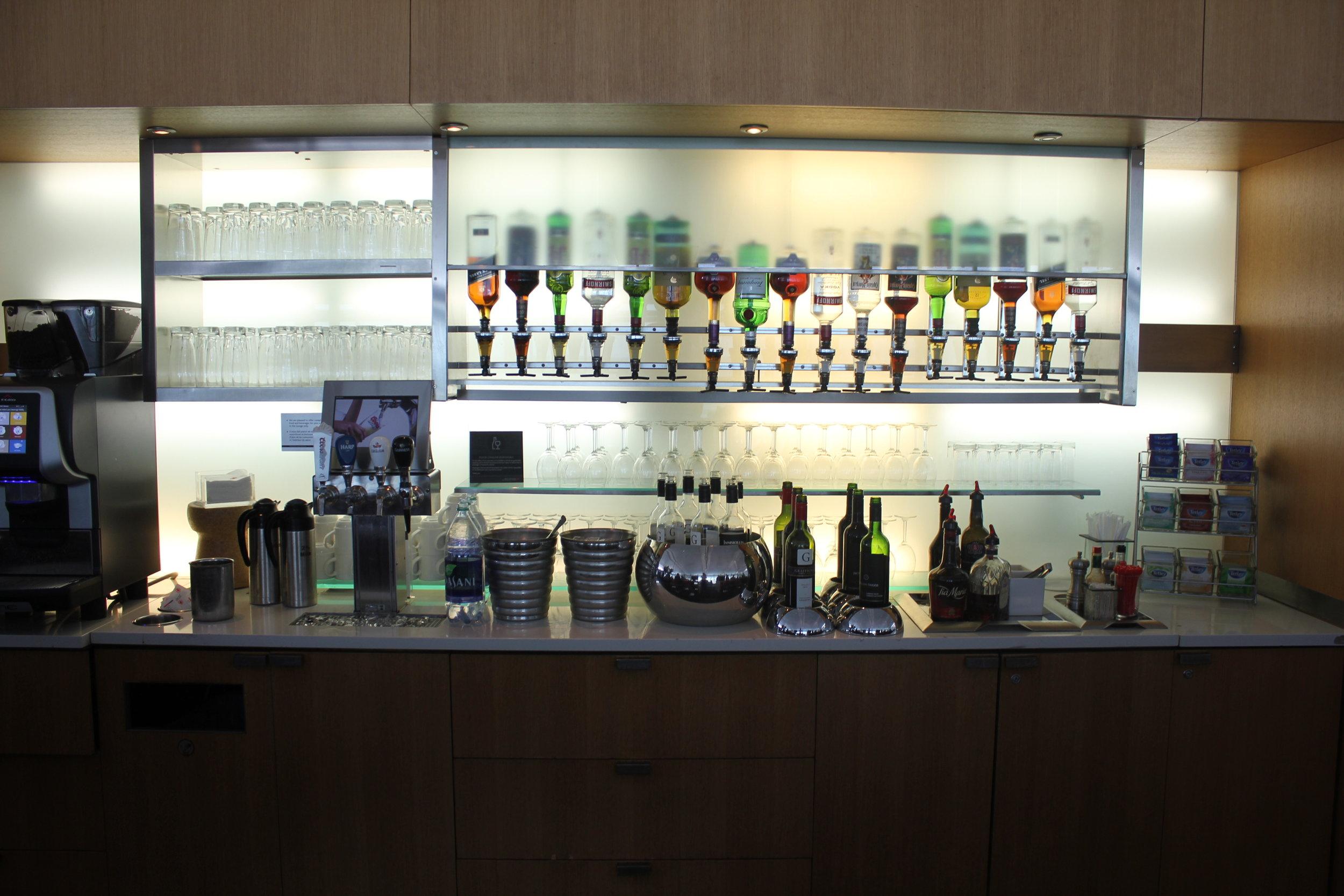 Air Canada Maple Leaf Lounge Toronto (International) – Liquor selection