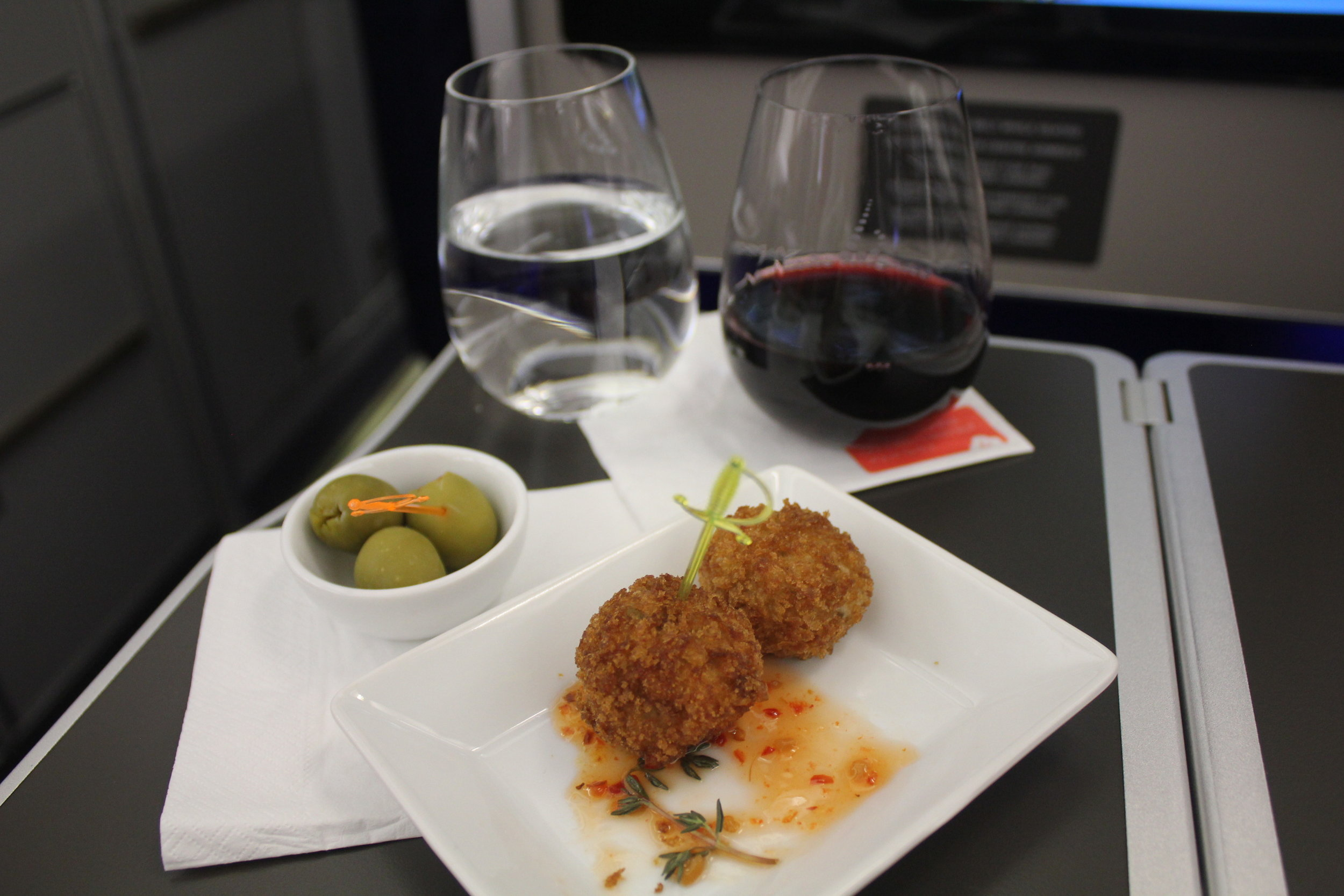 Brussels Airlines business class – Ap éro snack and wine