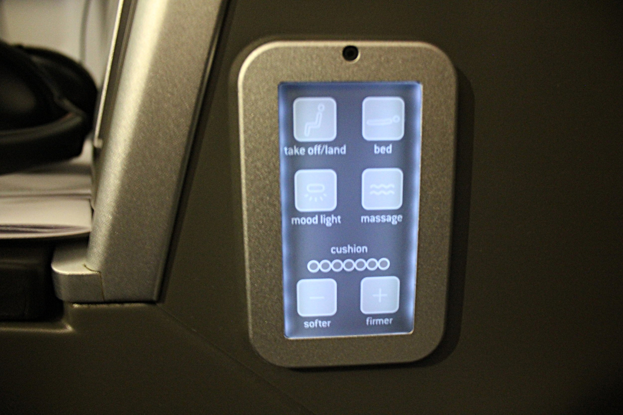 Brussels Airlines business class – Secondary seat controls