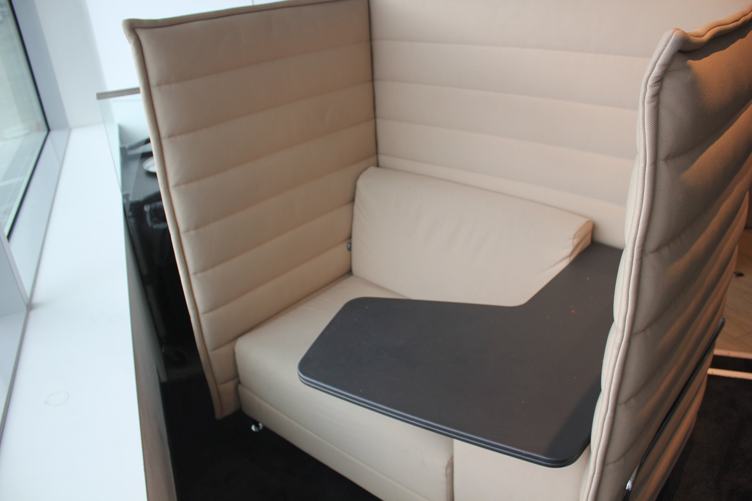 The Loft by Brussels Airlines – Pod seats