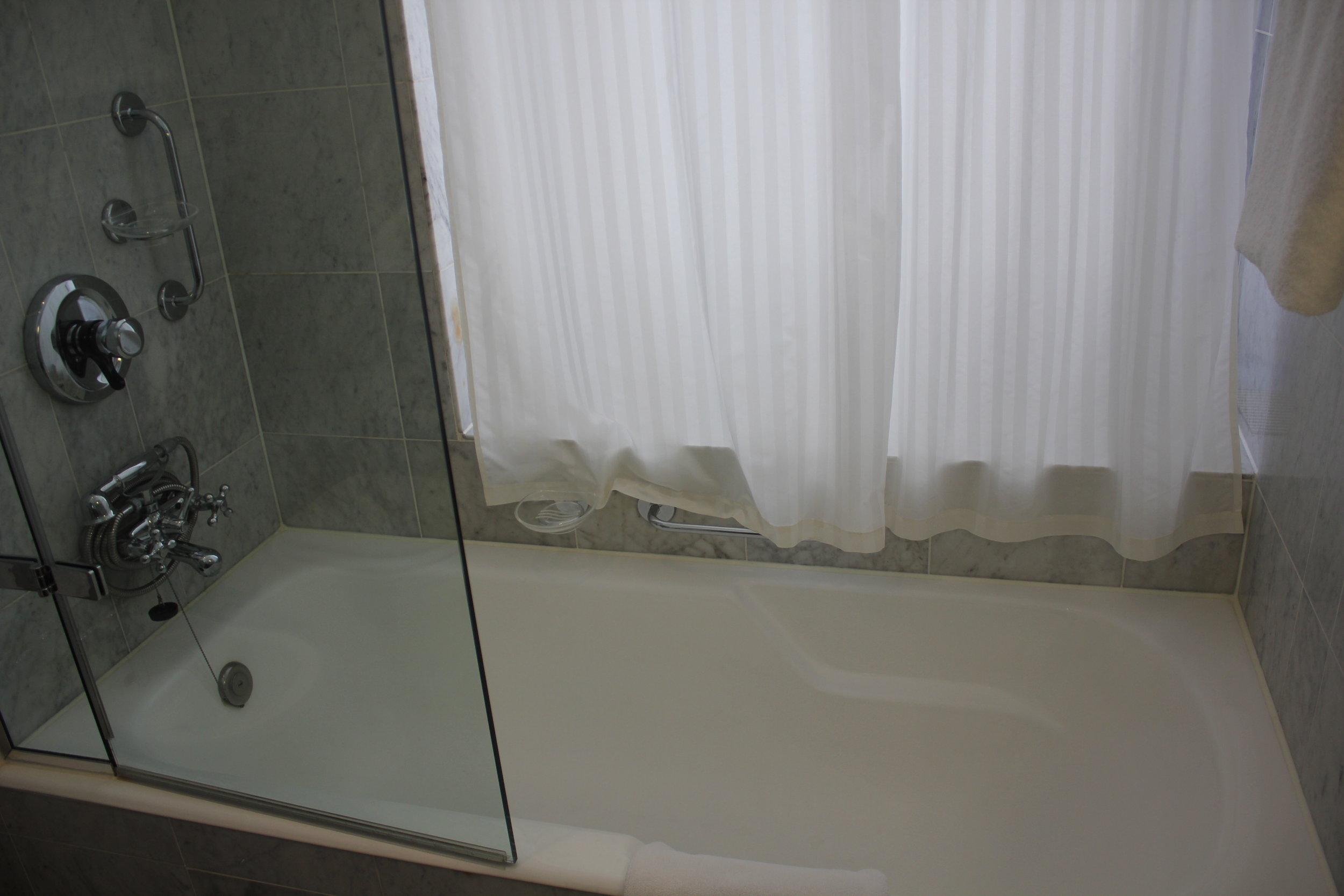 Hotel Bristol Warsaw – Shower/tub combo