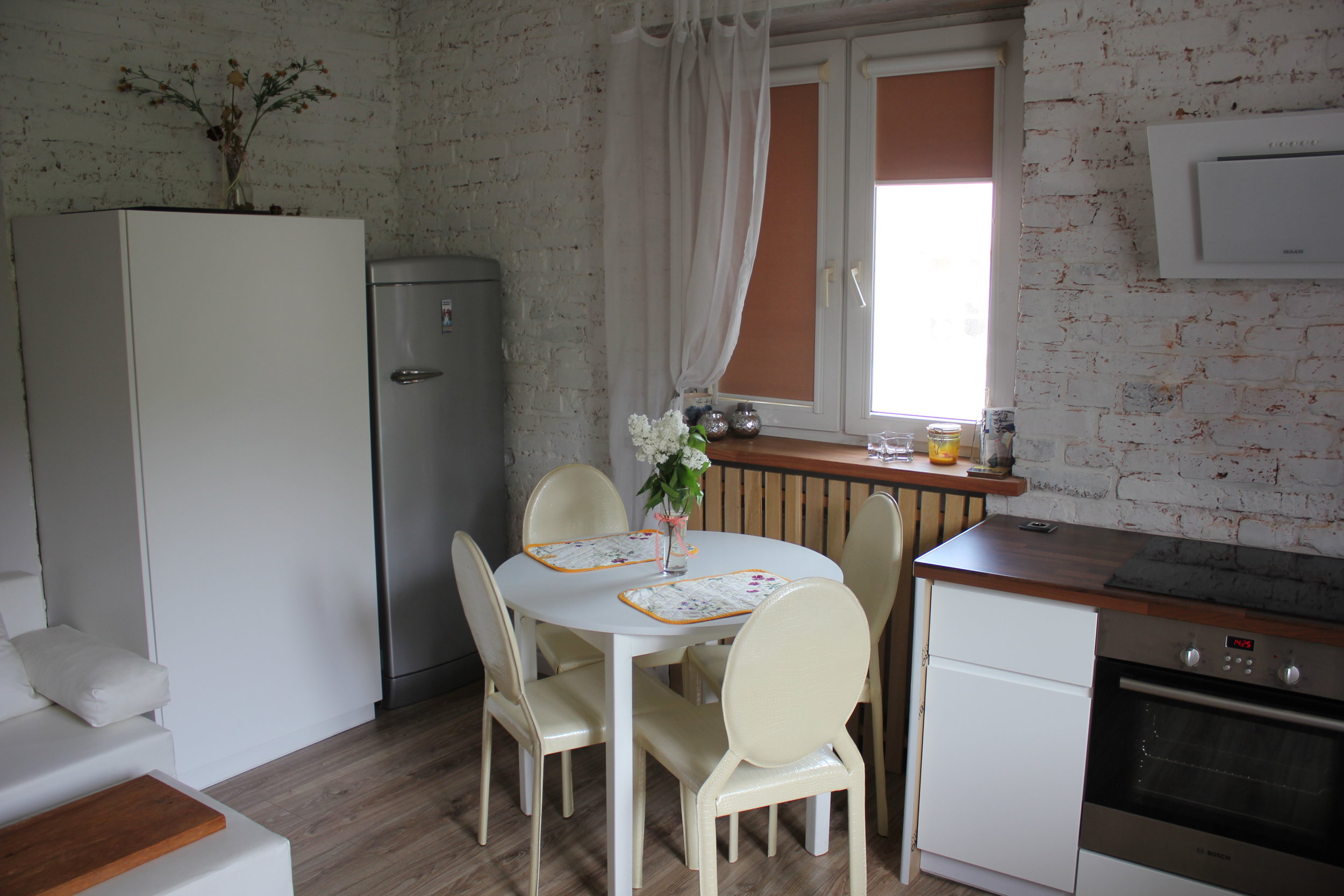 Apartament na Mariensztacie – Dining table