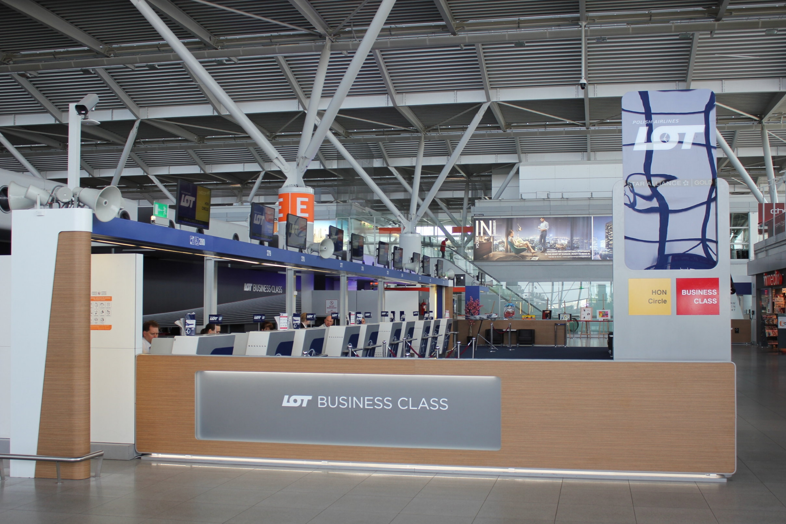 LOT Business Class Check-In Warsaw