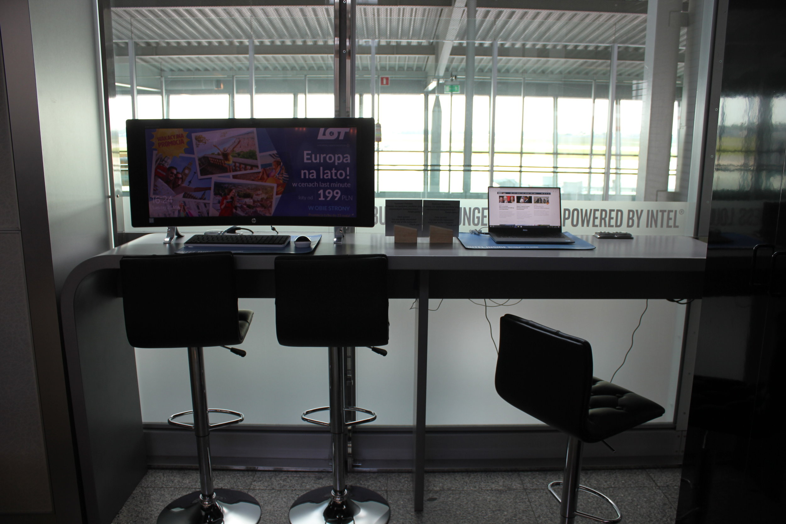 LOT Business Lounge Warsaw – Computer workstation