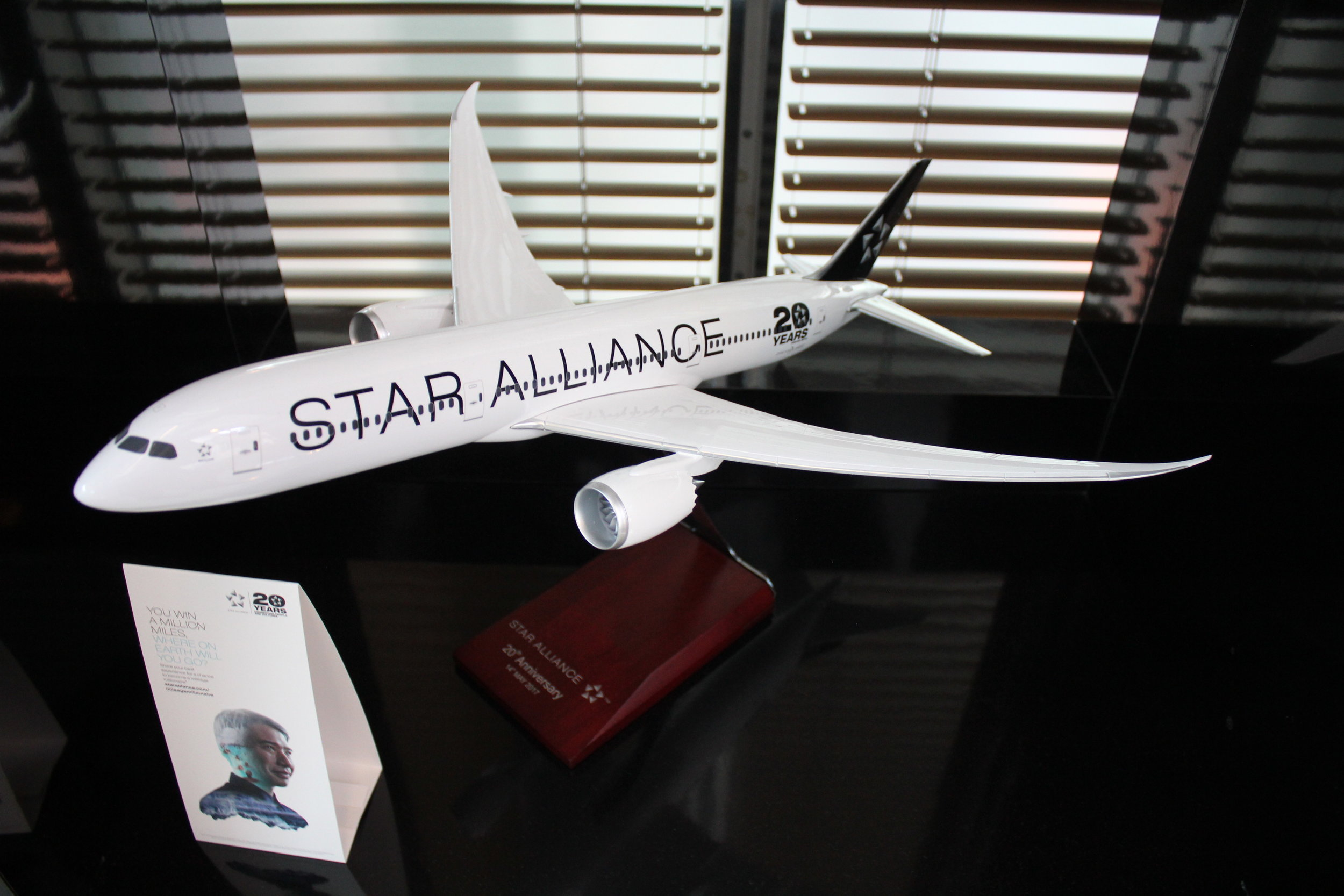 LOT Business Lounge Warsaw – Star Alliance 787 model airplane