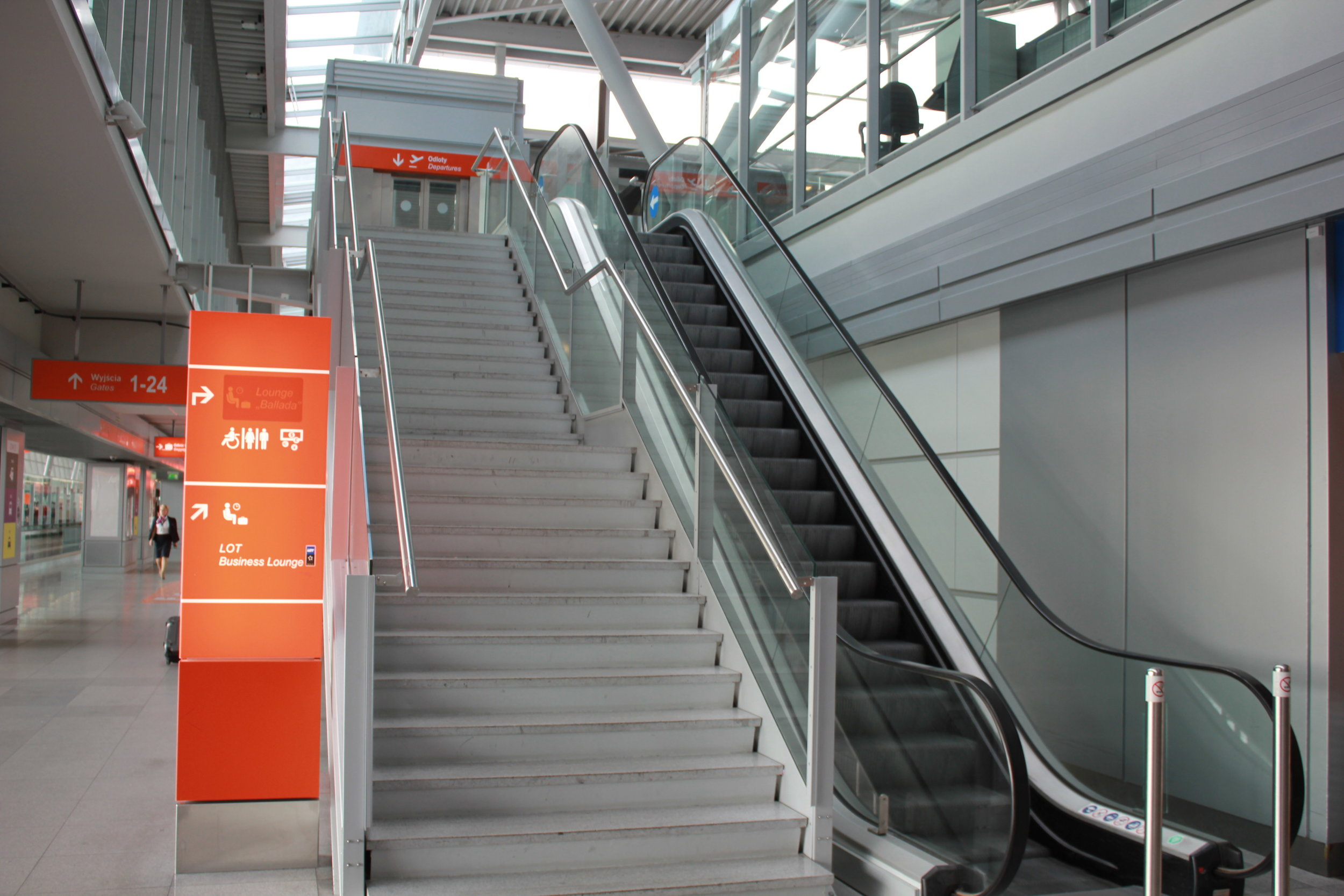 LOT Business Lounge Warsaw – Stairs at entrance