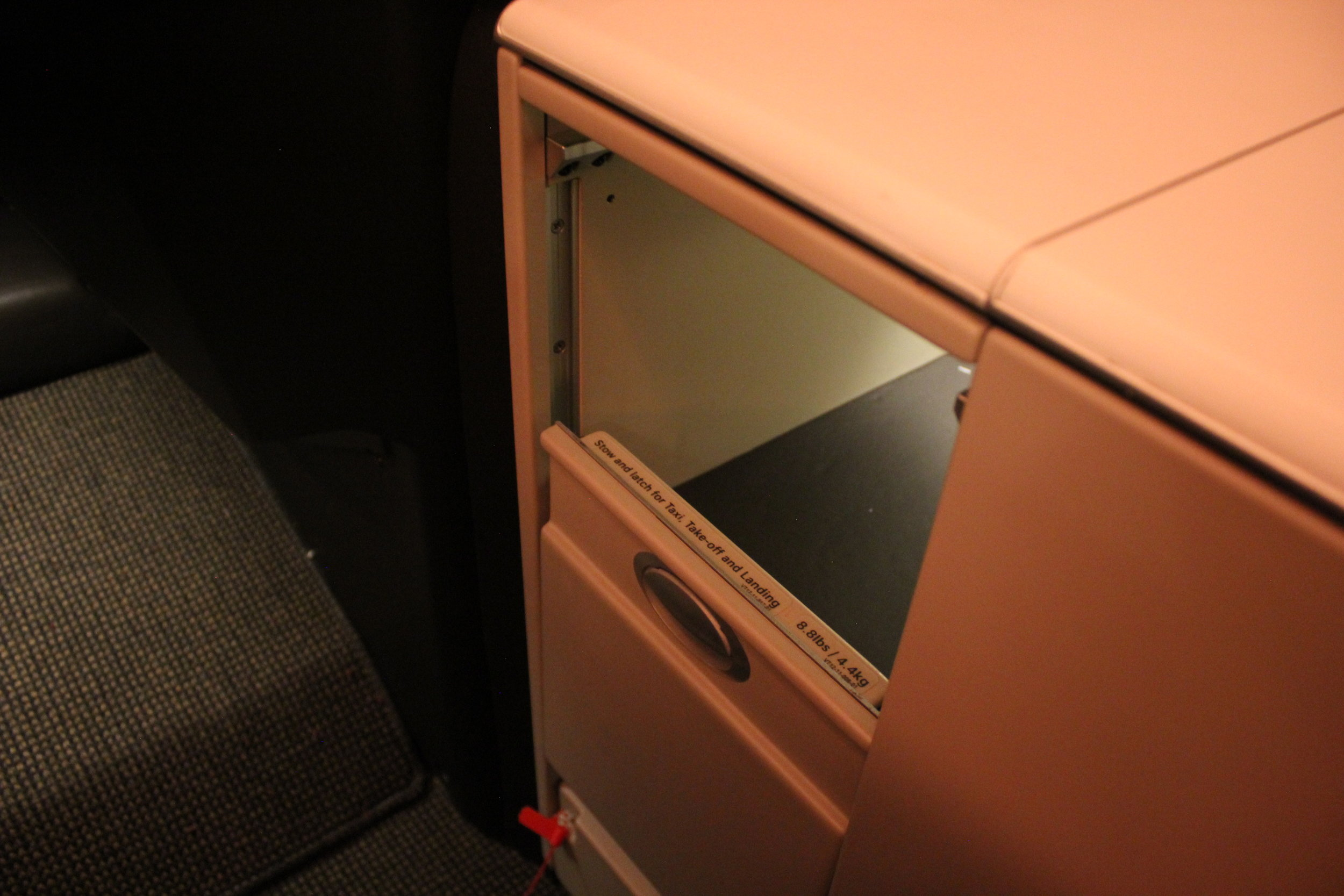 Swiss 777 business class – Storage compartment