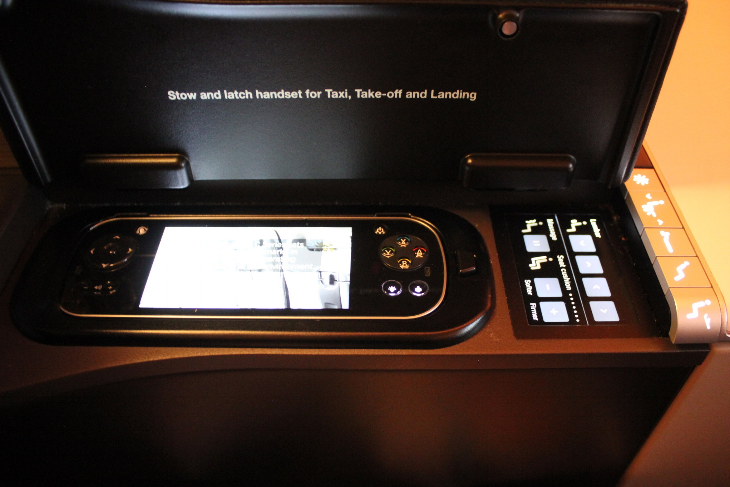 Swiss 777 business class – Seat and entertainment controls