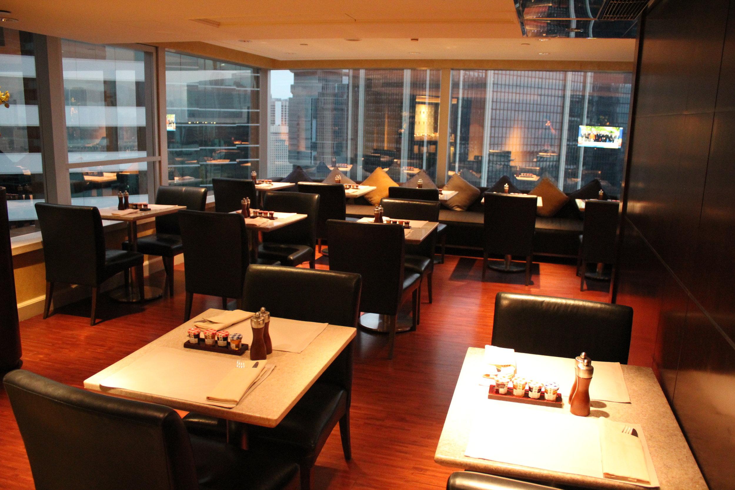 JW Marriott Hong Kong – Executive Lounge lower floor seating