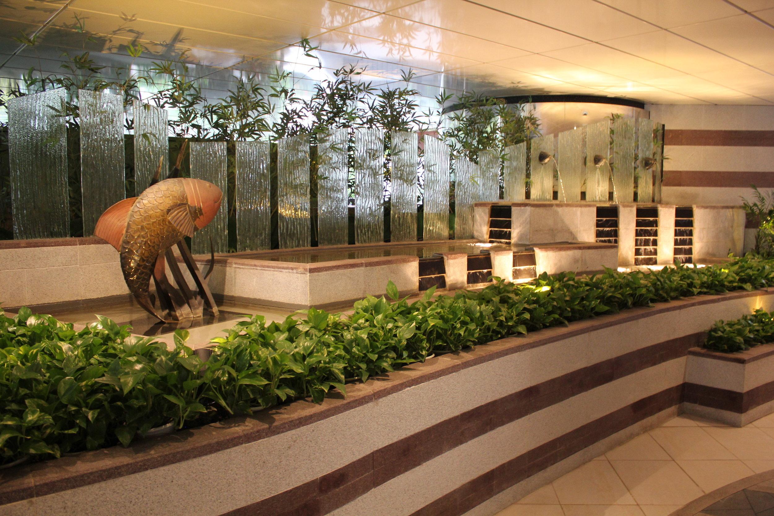 JW Marriott Hong Kong – Fish Bar decor