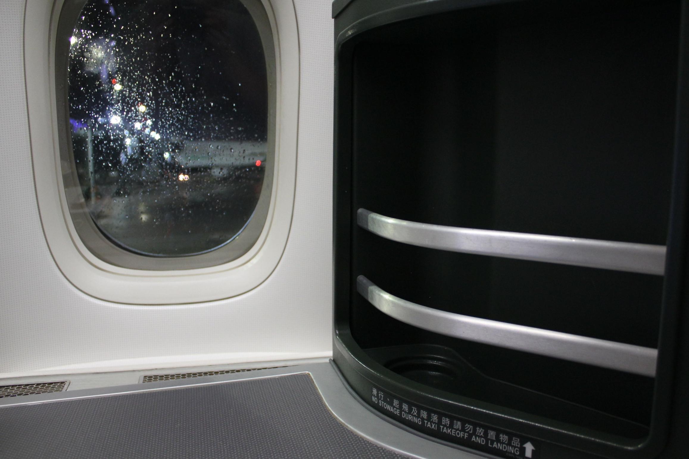 EVA Air business class – Storage rack